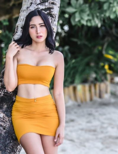 Hot Chick Yassi